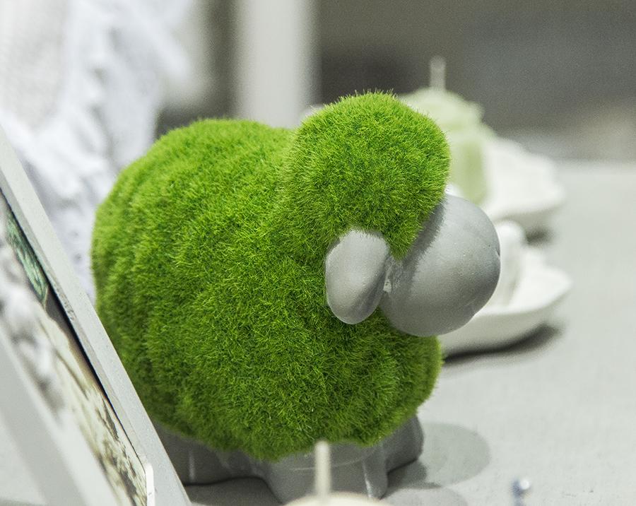 Pecorella in erba sintetica