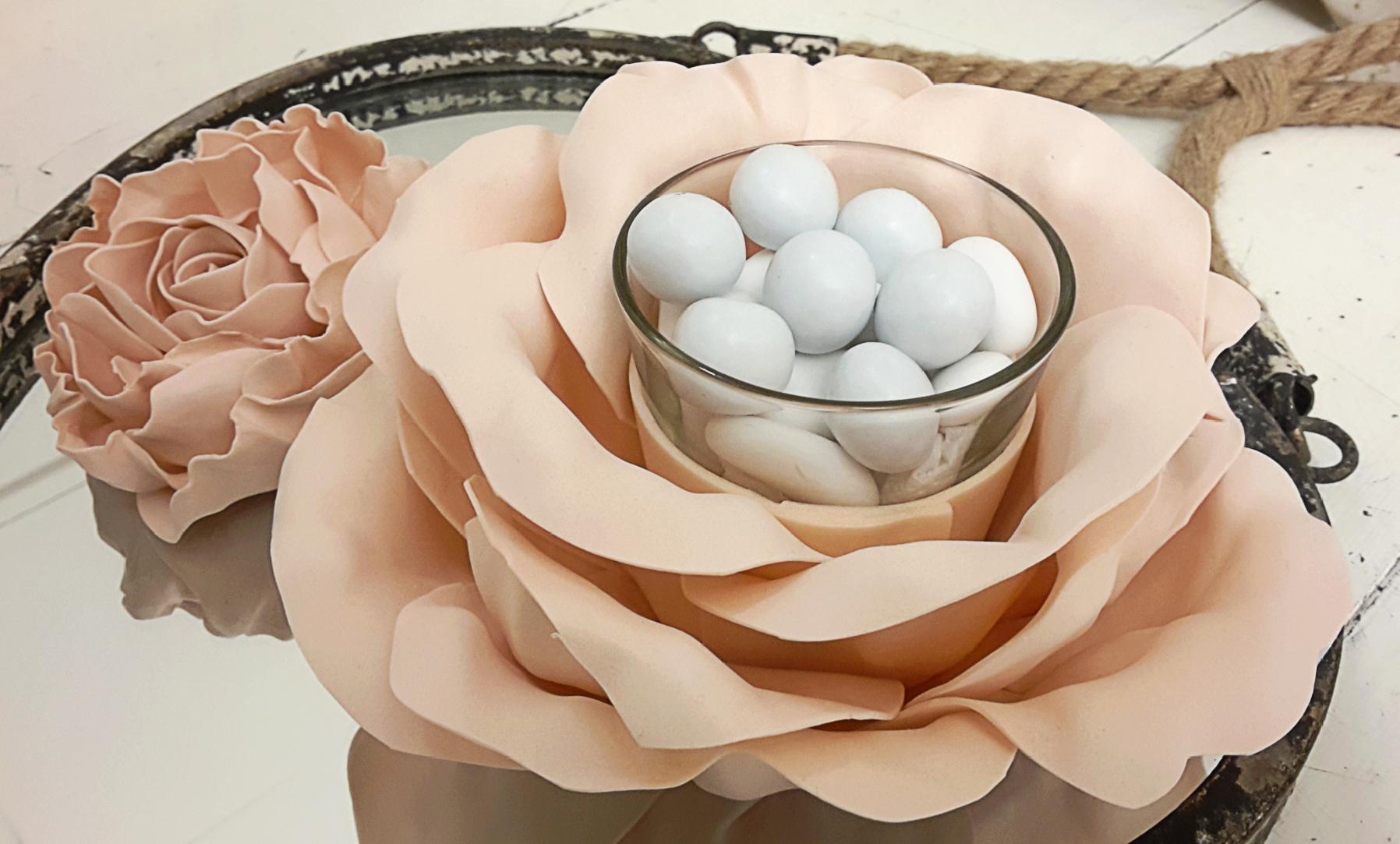Fiore porta confetti con fiore segnaposto